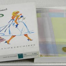 Swan-zakdoeken in doosje - Textielmuseum (registratiefoto), Swan