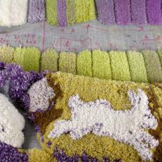Proefstaal voor getuft tapijt, vloerbedekking van installatie 'Rabbits first' - Nederlands Textielmuseum, Berend Strik, Textielmuseum (registratiefoto), Textielmuseum (registratiefoto)